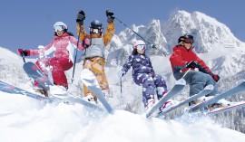 Pulverschneealarm – Familie im ersten Schnee