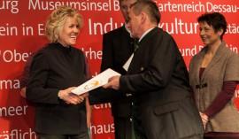 v.l.n.r Maria Wilhelm, Obmann Reinhard Ferner, Familie Rieder, Foto: Andreas Kranzmayr