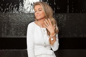 Carmen Electra kombiniert Perlen mit Silber, Foto: MY iMenso