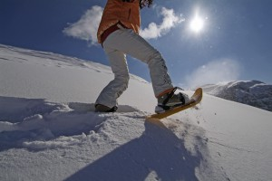 Beim Schneeschuhwandern über unverspurte Hänge stapfen, Foto: Nassfeld-Lesachtal-Weissensee