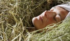 Wohltat für den Körper – das Heubad (c) Frieder Blickle Roter Hahn